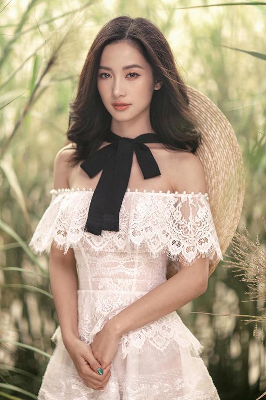 Jun Vũ diện váy ren tôn vẻ đẹp mảnh mai