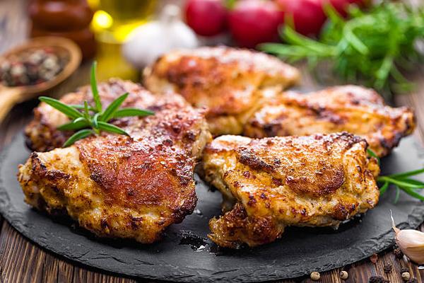 Thịt gia cầmThịt gia cầm chứa một lượng tryptophan cao, làm tăng mức serotonin. Ngoài ra, chúng cũng rất giàu tyrosine, một axit amin giúp cơ thể chống lại stress hiệu quả hơn.