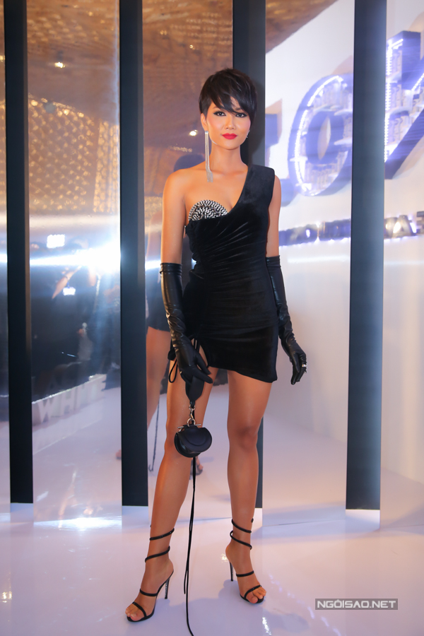 Mỹ nhân Việt hâm nóng mốt váy nhung - 3