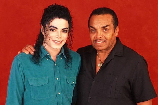 Michael Jackson và bố.