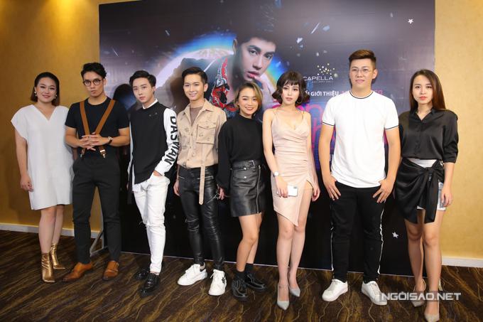 Các học trò thuộc team Noo Phước Thịnh ở The Voice đến ủng hộ huấn luyện viên. Ngày 29/6, Noo tổ chức showcase tại Hà Nội để quảng bá sản phẩm.