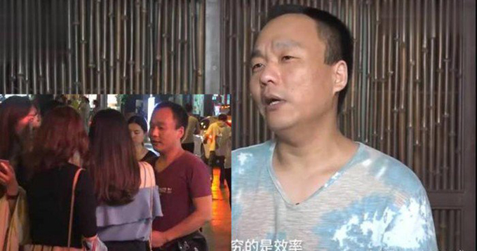 Niu bị từ chối thẳng thừng khi tiếp cận các cô gái trẻ trên phố và hỏi xem họ đã có người yêu chưa. Ảnh: Pear Video.