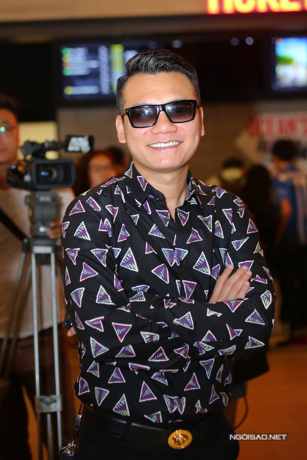 Ca sĩ Khắc Việt ủng hộ sản phẩm mới của Hương Tràm.