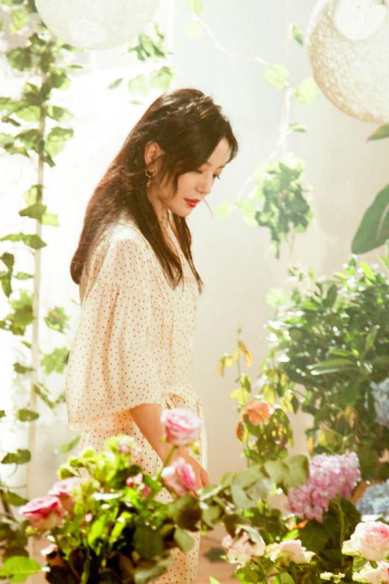Theo QQ, để có được diện mạo đẹp khi xuất hiện trong show truyền hình Nhà hàng Trung Hoa mùa 2, Triệu Vy đã rất nỗ lực để giảm cân, vì thế, trông cô thon thả và trẻ trung hơn rất nhiều.