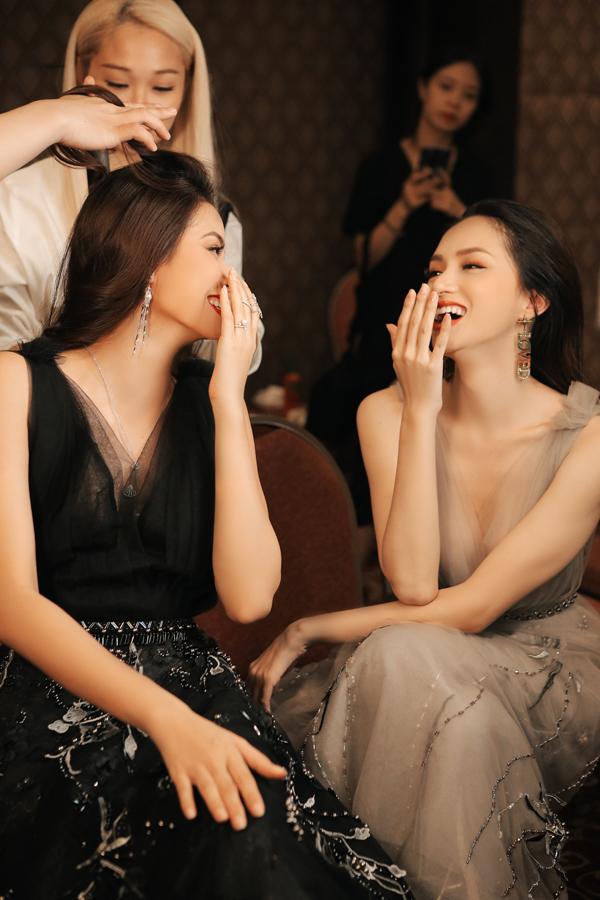Pham Huong cuoi dua voi Huong Giang sau tin don choi xau nhau
