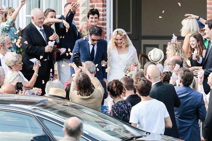 Vanessa và chú rể Samuel hạnh phúc trong ngày cưới.