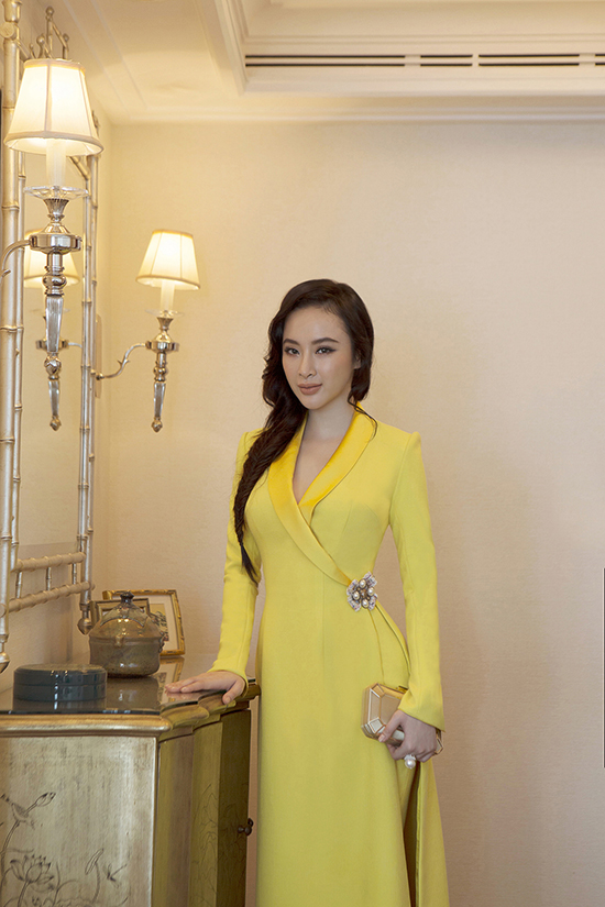 Bộ ảnh được thực hiện với sự hỗ trợ của nhiếp ảnhDanny Son Pham, trang điểmHiwon, làm tócHùng Max.