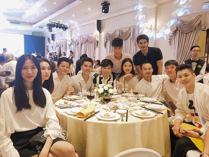 Dàn chân dài Next Topp và các bạn bè thân thiết của Nguyễn Hợp.