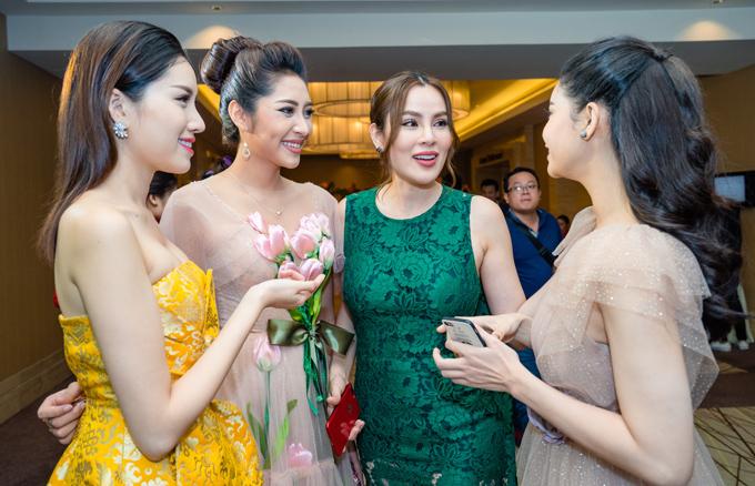 Các người đẹp là khách mời của Hoa hậu Phương Lê. Quý bà quê Trà Vinh đầu tư xây dựng khách sạn mới tại Nha Trang.