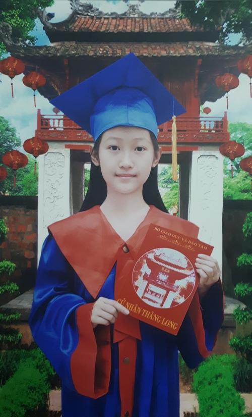 Theo lời mẹ, Vân Nhi có ngoại hình giống mẹ, tính cách hiền dịu, giàu tình cảm.