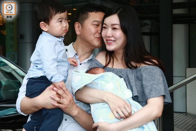 Hoa hau Hong Kong tuyen bo khong sinh them du thich co con gai