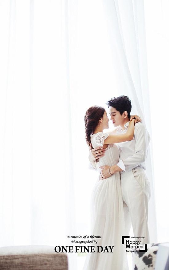 Trước giờ đám cưới diễn ra vào 7/7, cặp sao nổi tiếng xứ Hàn Shim Mina và Ryu Philip chia sẻ loạt ảnh cưới được thực hiện tại Việt Nam tháng trước.