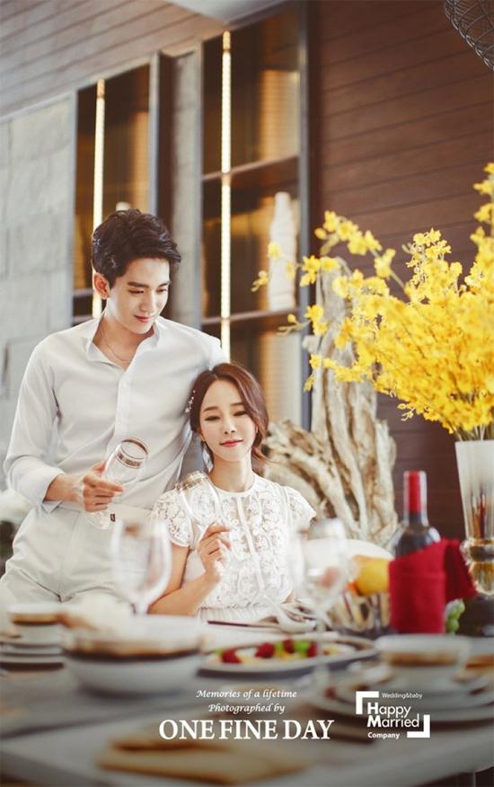 Shim Mina cho hay cô áp lực chuyện con cái vì tuổi tác không còn trẻ, nhưng ông xã rất yêu và ủng hộ vợ hết lòng.