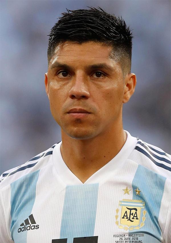 Enzo Perez là cầu thủ duy nhất lên máy bay do LĐBĐ Argentina đặt sẵn để về nước. Ảnh: Reuters.