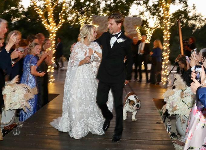 Sau hai năm hẹn hò, Kaley và Karl đã đính hôn vào tháng 11 năm ngoái vào ngày sinh nhật của Kaley. Họ tổ chức hôn lễ vào ngày 30/6 vừa qua với sự tham dự của bạn bè, người thân.Chồng của Kaley vốnlà con trai tỷ phú phần mềm Scott Cook và hiện là vận động viên cưỡi ngựa chuyên nghiệp.