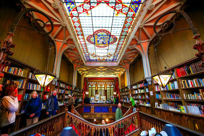 \'Tiệm sách Harry Potter\' nhuốm màu cổ tích ở Bồ Đào Nha