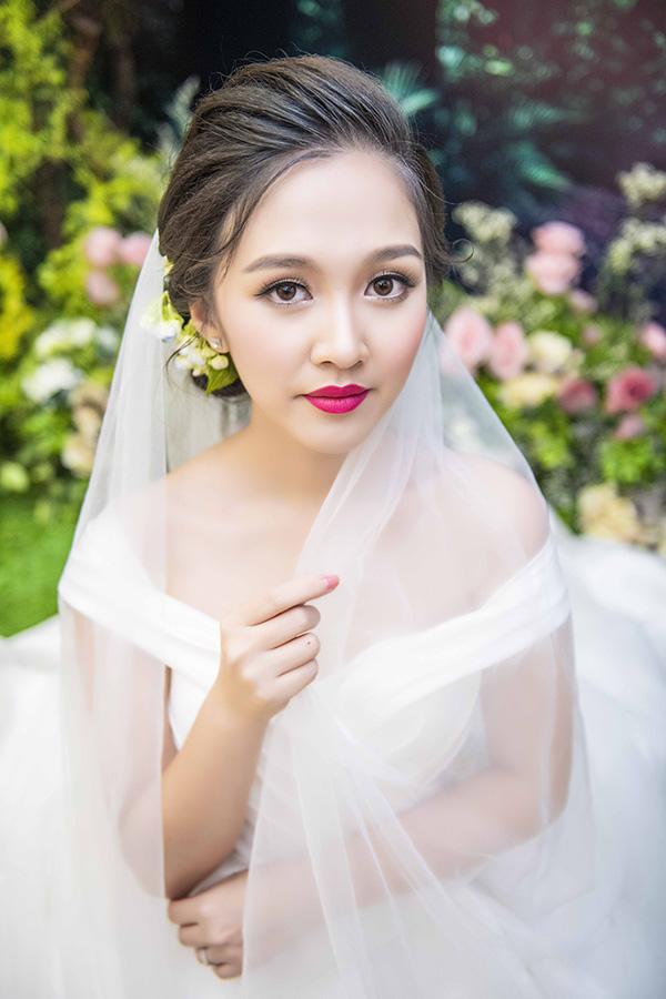 Con chong Dieu Huong trong Banh duc co xuong ket hon o tuoi 21