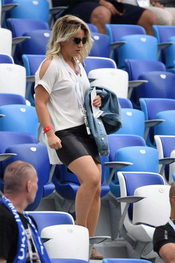 Bạn gái Pogba ngồi gần mẹ chồng cổ vũ tuyển Pháp - 6
