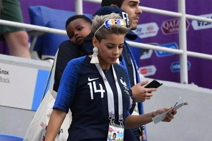 Bạn gái Pogba ngồi gần mẹ chồng cổ vũ tuyển Pháp - 9