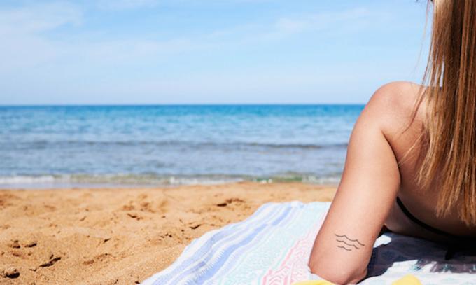 Tắm nắng thiếu khoa học có thể gây hại cho da.