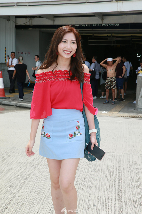 Nhan sac nhieu thi sinh vong so khao Miss Hong Kong khien khan gia phi cuoi