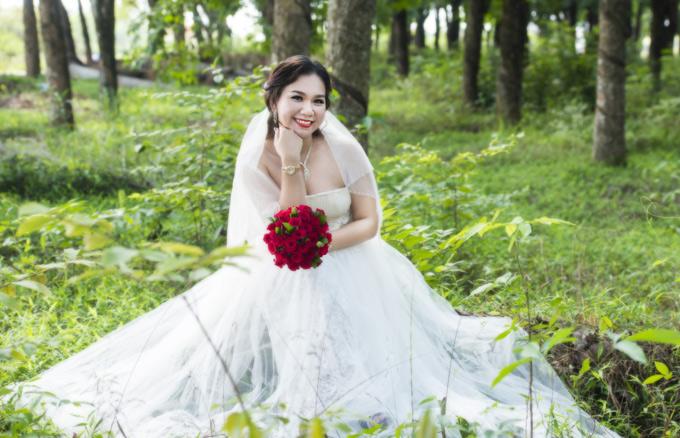 Nữ MC bồi hồi khi quay lại cánh rừng cao su ở Đồng Nai và các địa điểm mà vợ chồng cô từng thực hiện album cưới. Cô cảm thấy khá may mắn vì cảnh vật không thay đổi nhiều sau 10 năm.