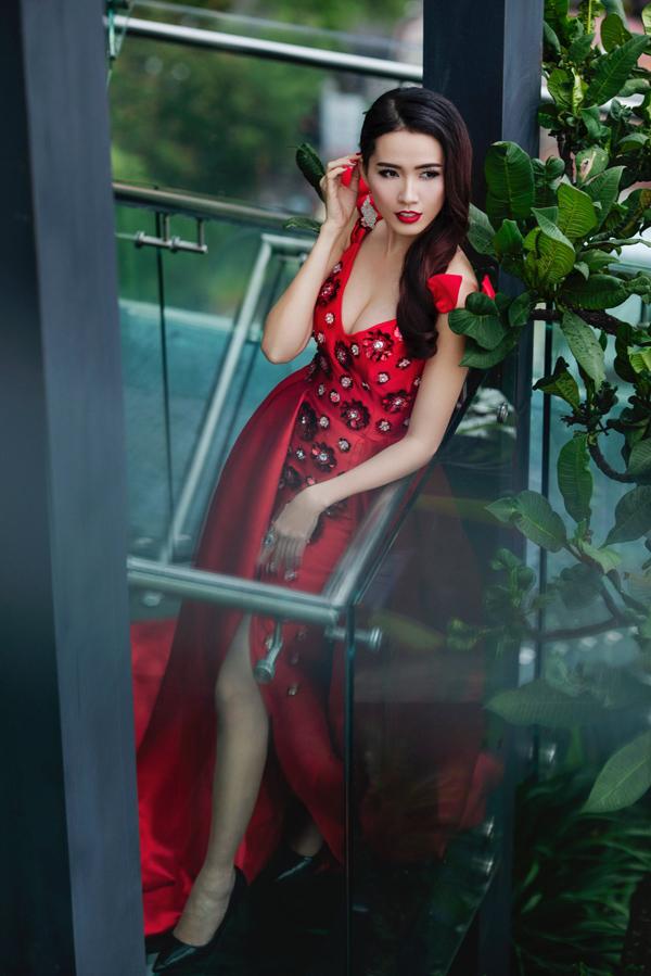 Phan Thị Mơ được Cục Nghệ thuật Biểu diễn cấp phép đại diện Việt Nam thi World Miss Tourism Ambassador tại Thái Lan. Cô sẽ tranh tài cùng hơn 50 thí sinh đến từ các quốc gia và vùng lãnh thổ khác.