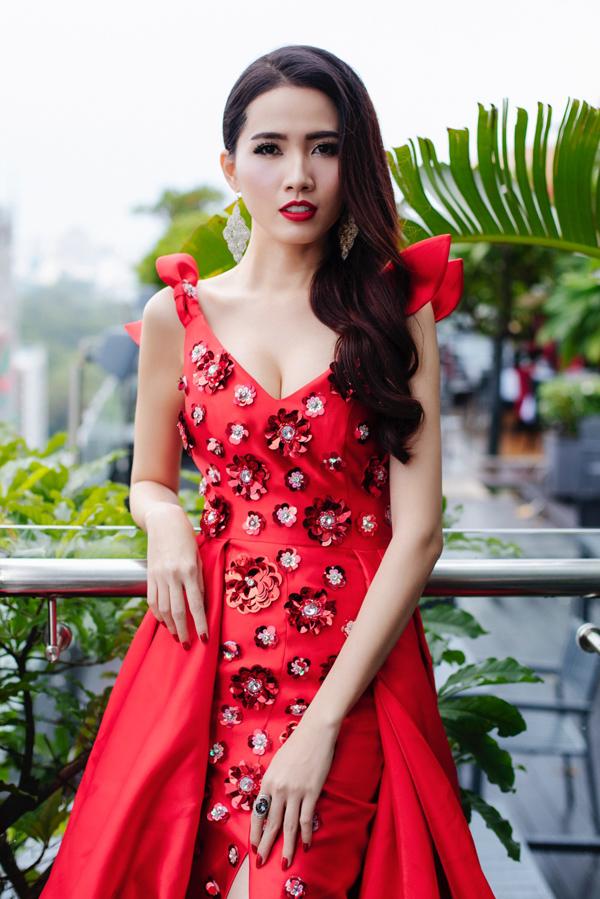 Sau 2 tuần làm việc miệt mài, tập luyện chăm chỉ, cô giảm được 5 kg. Hiện tại Phan Thị Mơ nặng 49 kg và chỉ số ba vòng cơ thể cũng giảm còn 89-57-97.