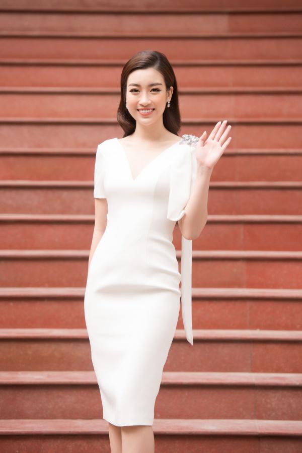 Bui Bich Phuong mac vay xuyen thau lan at Do My Linh