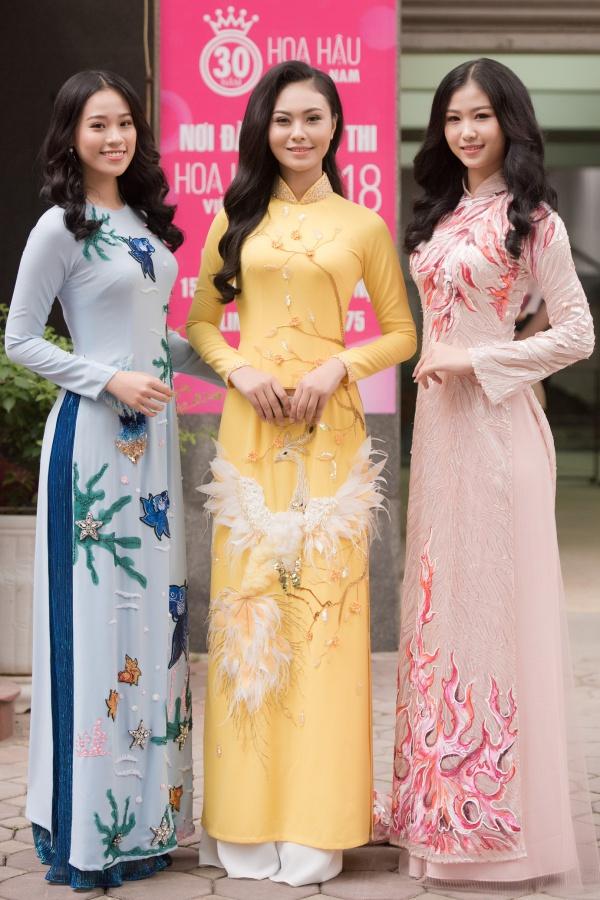 Cuộc thi Hoa hậu Việt Nam 2018 tiếp tục vòng sơ khảo khu vực miền Bắc Hà Nội. Nhiều thí sinh xuất hiện từ sớm với trang phục áo dài đính kết cầu kỳ.