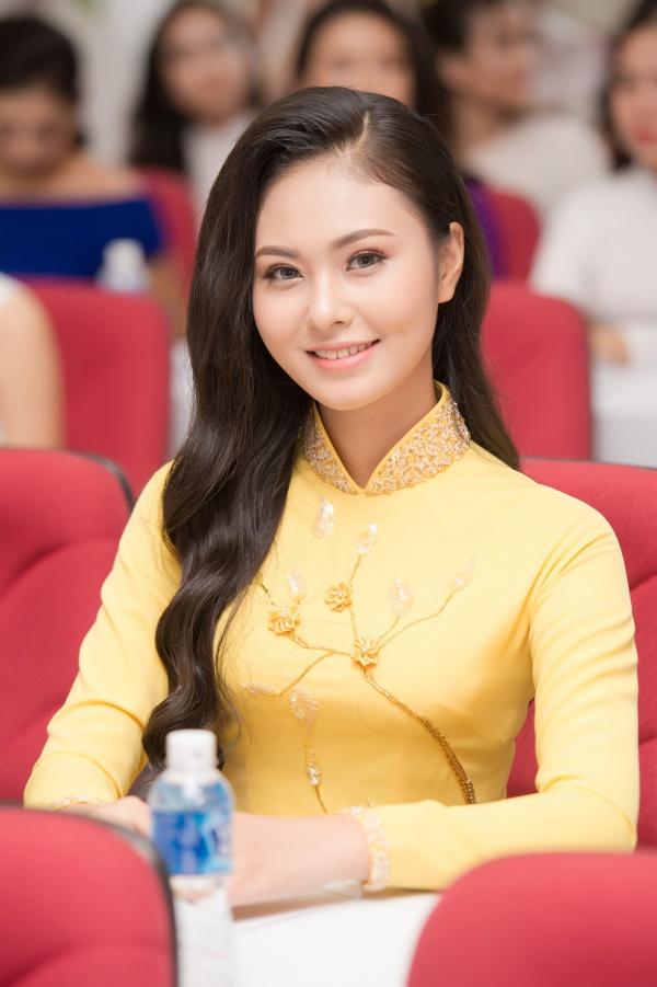 Thí sinh Hoàng Thị Bích Ngọc sinh năm 1999 và từng đoạt giải Á khôi 1 Hoa khôi Phụ nữ Việt Nam qua ảnh 2017