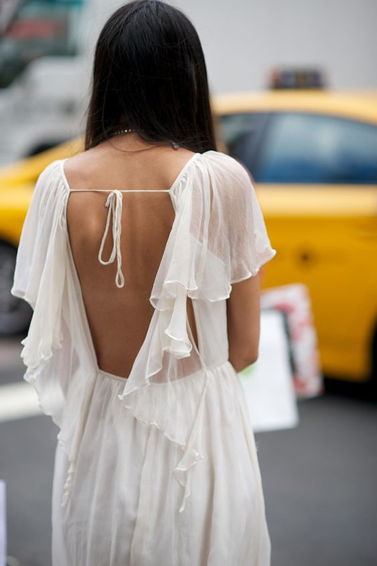 Đầm khoe lưng trần hot trend cho mùa hè - 8