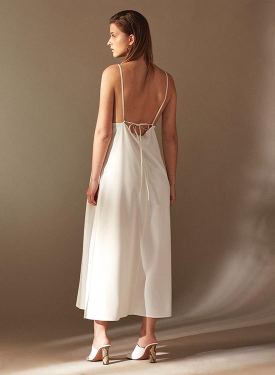 Đầm khoe lưng trần hot trend cho mùa hè