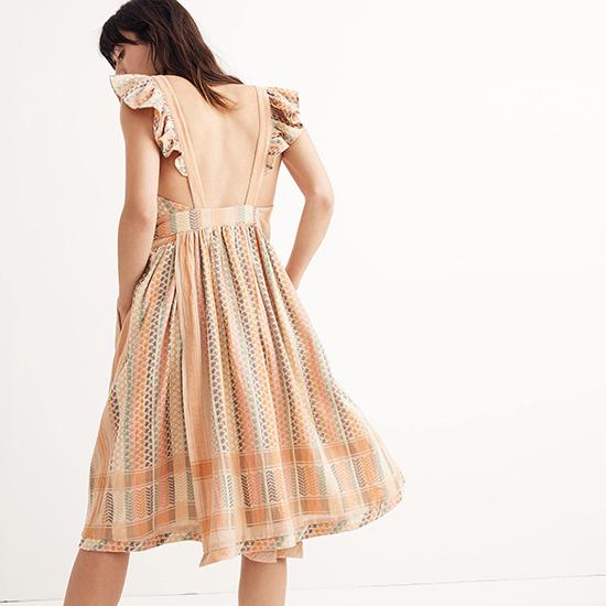 Đầm khoe lưng trần hot trend cho mùa hè - 4