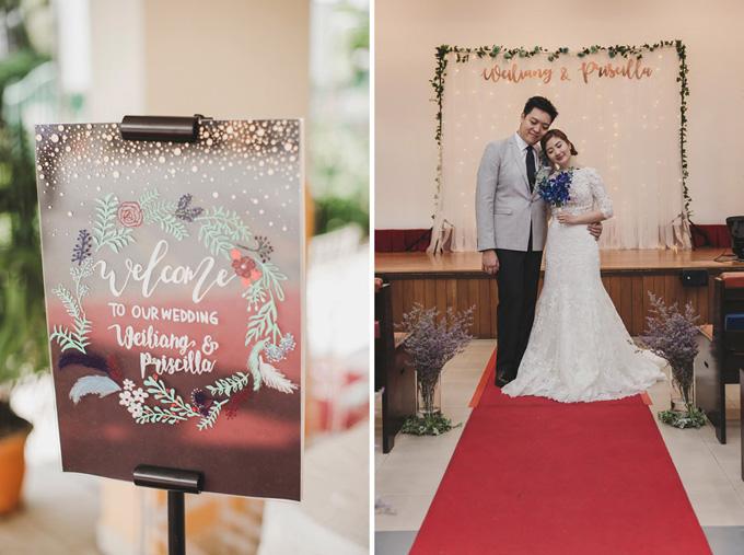 Bảng thông báo đám cưới được tô vẽ giống như một tác phẩm nghệ thuật với phông chữ viết tay, hình ảnh nhành hoa và lông vũ. Cô dâu hoàn toàn ưng ý với bó hoa lan xanh ombre mà wedding planner lựa chọn. Đối tác đã làm rất tốt khi tôi đưa ra yêu cầuđem phong vị bãi biển vào hôn lễ diễn raở nhà thờ.
