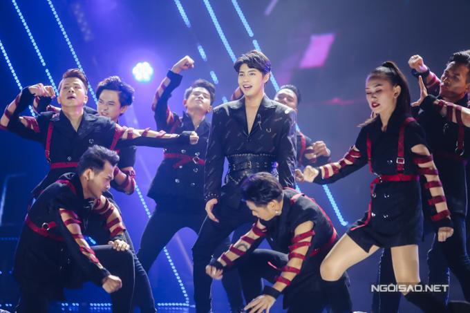 Noo Phước Thịnh là một trong số ca sĩ được cổ vũ nồng nhiệt trong chương trình.