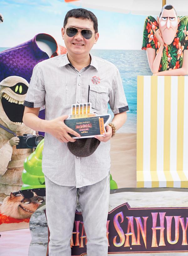 Vo chong Ly Hai dua 4 con di xem phim