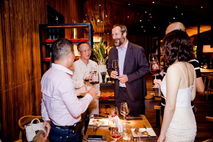 Ngoài ra, The LOG còn có nhiều loại rượu thơm ngon từ Mỹ, Chi Lê, Pháp, Italy& với hương vị nồng nàn cho bữa ăn tối thêm thú vị.