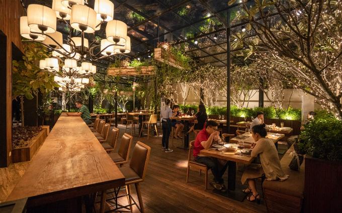 Tọa lạc tại Rooftop, GEM Center, quận 1, TP HCM, Nhà hàng The LOG gây ấn tượng bởi không gian hiện đại cùng dấu ấn ẩm thực theo phong cách Fusion. Các món ăn đây dung hòa và kết hợp từ nhiều loại hình ẩm thực đặc trưng của mỗi quốc gia, đặc biệt về mùi vị cùng cách chế biến.