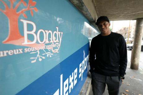 Mbappe trong một lần trở về khu Bondy nơi anh sinh ra và lớn lên.