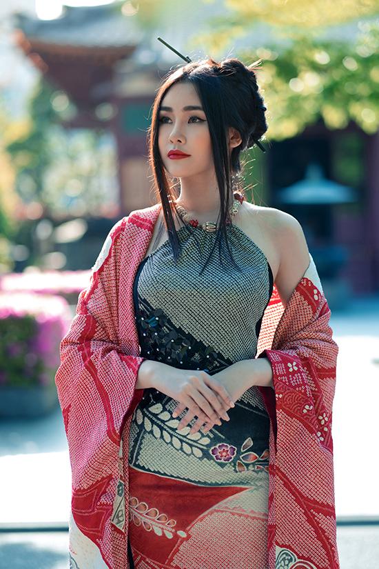 Lê Âu Ngân diện áo dài cách tân khoe dáng tại Nhật Bản - 3