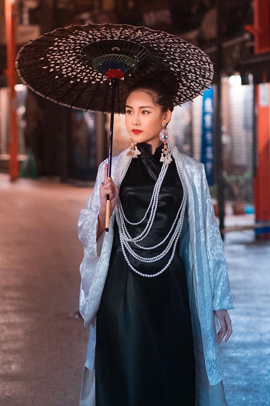Lê Âu Ngân diện áo dài cách tân khoe dáng tại Nhật Bản - 11