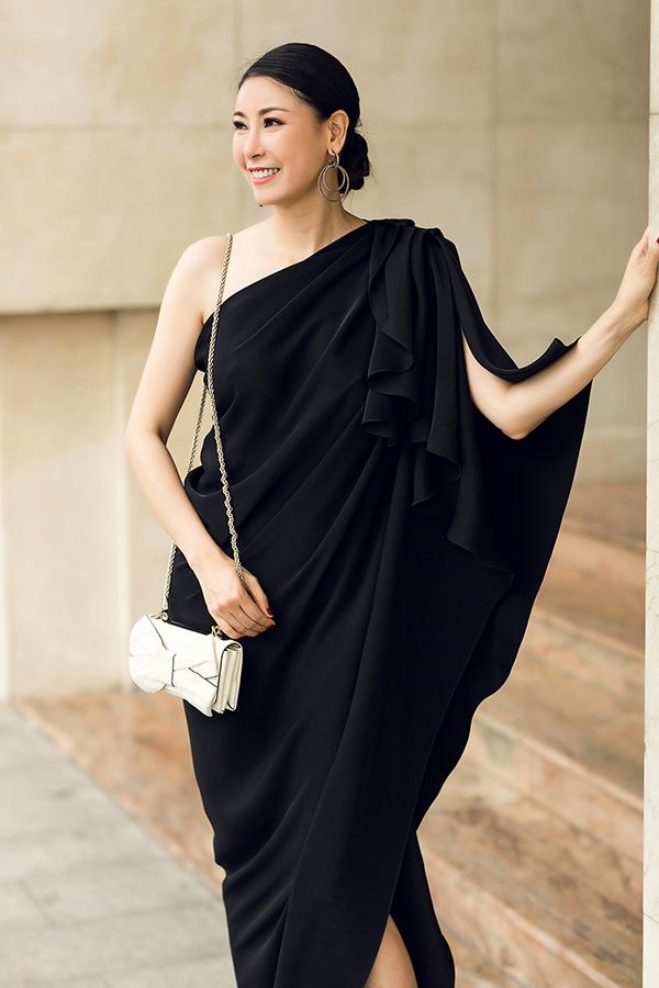 Hà Kiều Anh phối túi hiệu sang chảnh với váy Đỗ Mạnh Cường - 2