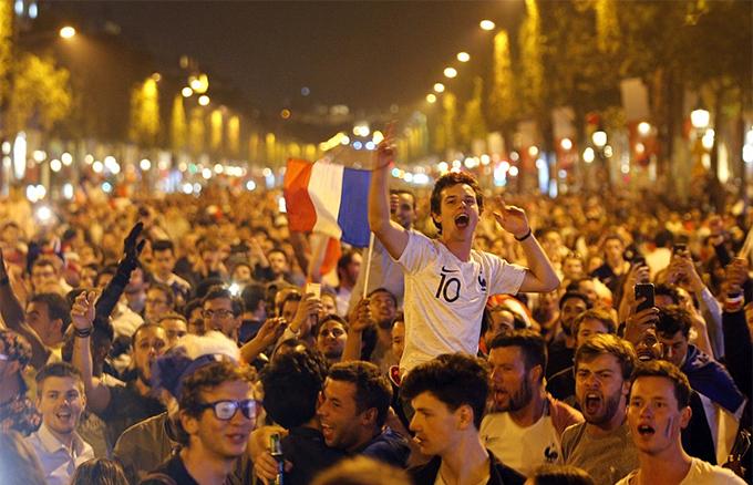 Pháp là đội duy nhất giành quyền vào chung kết tới ba lần trong 6 kỳ World Cup gần đây nhất. Năm 1998, họ từng đánh bại Brazil với tỷ số 3-0 trên sân nhà để đăng quang ngôi vô địch.