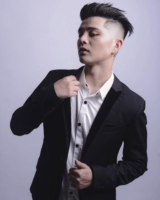 Hình tượng mới của Quán quân The Voice Kids 2013 nhận được sự chú ý của cộng đồng mạng. Có người tiếc nuối bởi vẻ lém lỉnh, đáng yêu ngày xưa của Quang Anh đã không còn nữa. Cũng có khán giảnhận xétQuang Anhtrông khá giống ca sĩ Vũ Hà.