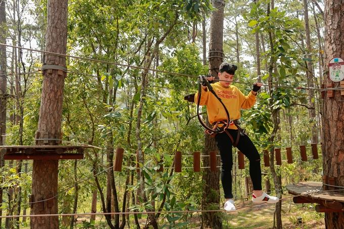 chuỗi trò chơi High Rope Course (Đu dây mạo hiểm trên cao) mới được đưa vào Đà Lạt với các cấp độ mạo hiểm khó tăng dần đều như đi: thang gỗ, cầu khỉ trên không, đu dây trên không