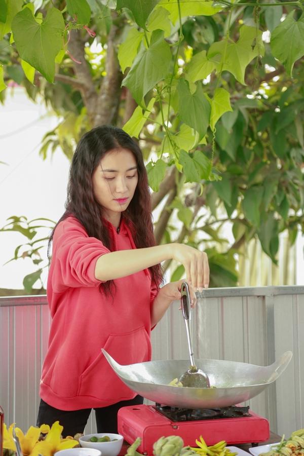Duy Khánh suýt đau tim khi chơi cảm giác mạnh với Hòa Minzy - 8