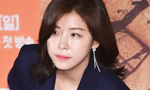 Ha Ji Won mặt không một nếp nhăn ở tuổi 40