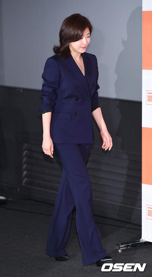 Ha Ji Won mặt không một nếp nhăn ở tuổi 40 - ảnh 2