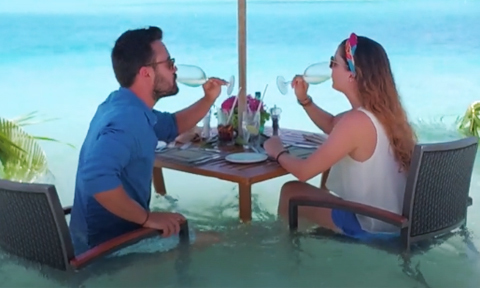 Bữa trưa 'ướt sũng' độc đáo chỉ có ở Maldives